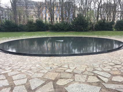 memorial-to-the-murdered-roma-and-sinti-gypseys-killed-in-wwii.jpg