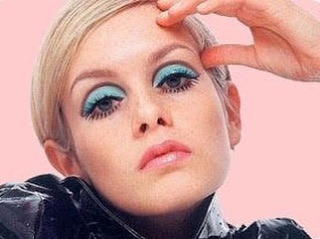 What your front facing camera sees while you're browsing our site for the perfect look. 👀 May Twiggy's teal eyes make your Thursday a little brighter! . . . . . . . . #twiggy #eatitupvintage #blueeyes #blueeyeshadow #cutcrease #twiggymakeup #pinkandblue #vintagesale #vintageshopping #vintagefashion #sixtiesfashion