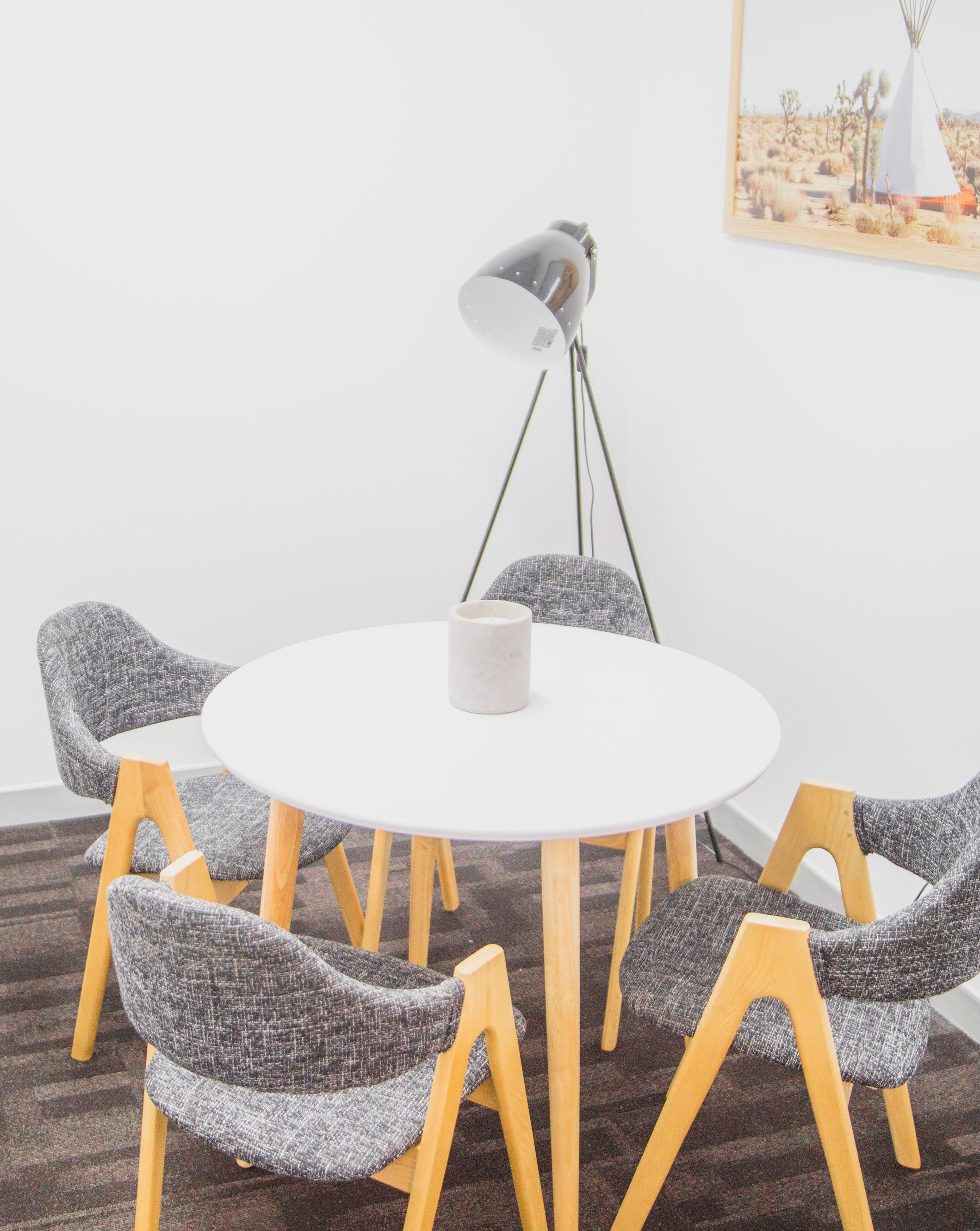 Intimate Meeting - $30/hourRound table with 4 chairs