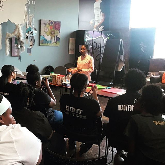 Thank you @_exquisitetaste_ for coming to teach our Peer Educators how to cook a delicious enteée 😋🤤 . . . #teenhype #detroit #youthdevelopment #youthempowerment #youthleadership #youthgroup #cooking #cookingclass #cookingdemo #letseat #healthandwellness