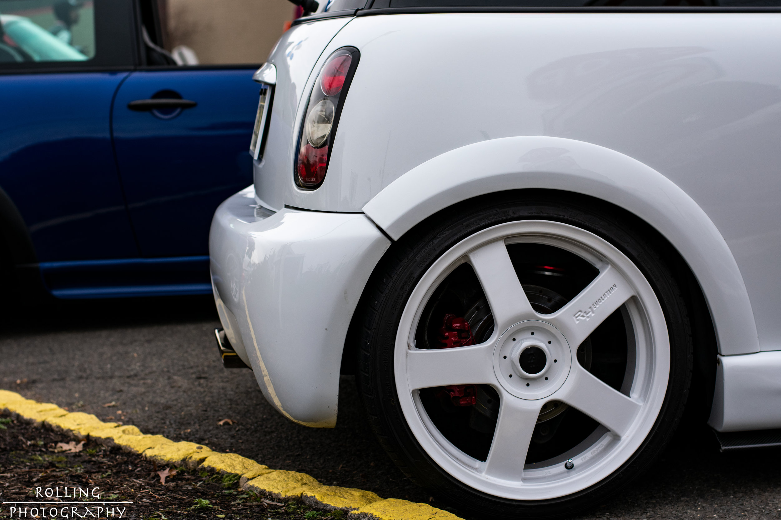 Euro_Kult SIKMINI Right Rear Quarter Profile.jpg