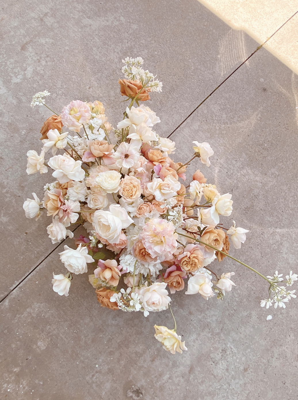 Tips for picking your wedding florals by Hilary Kao Photo. This blog post includes wedding details, bridal fashion, wedding tips, bridal portraits. Book your Los Angeles wedding and browse the blog for more inspiration #photography #weddingplanning #weddingtips #weddingphotography #LosAngelesphotographer