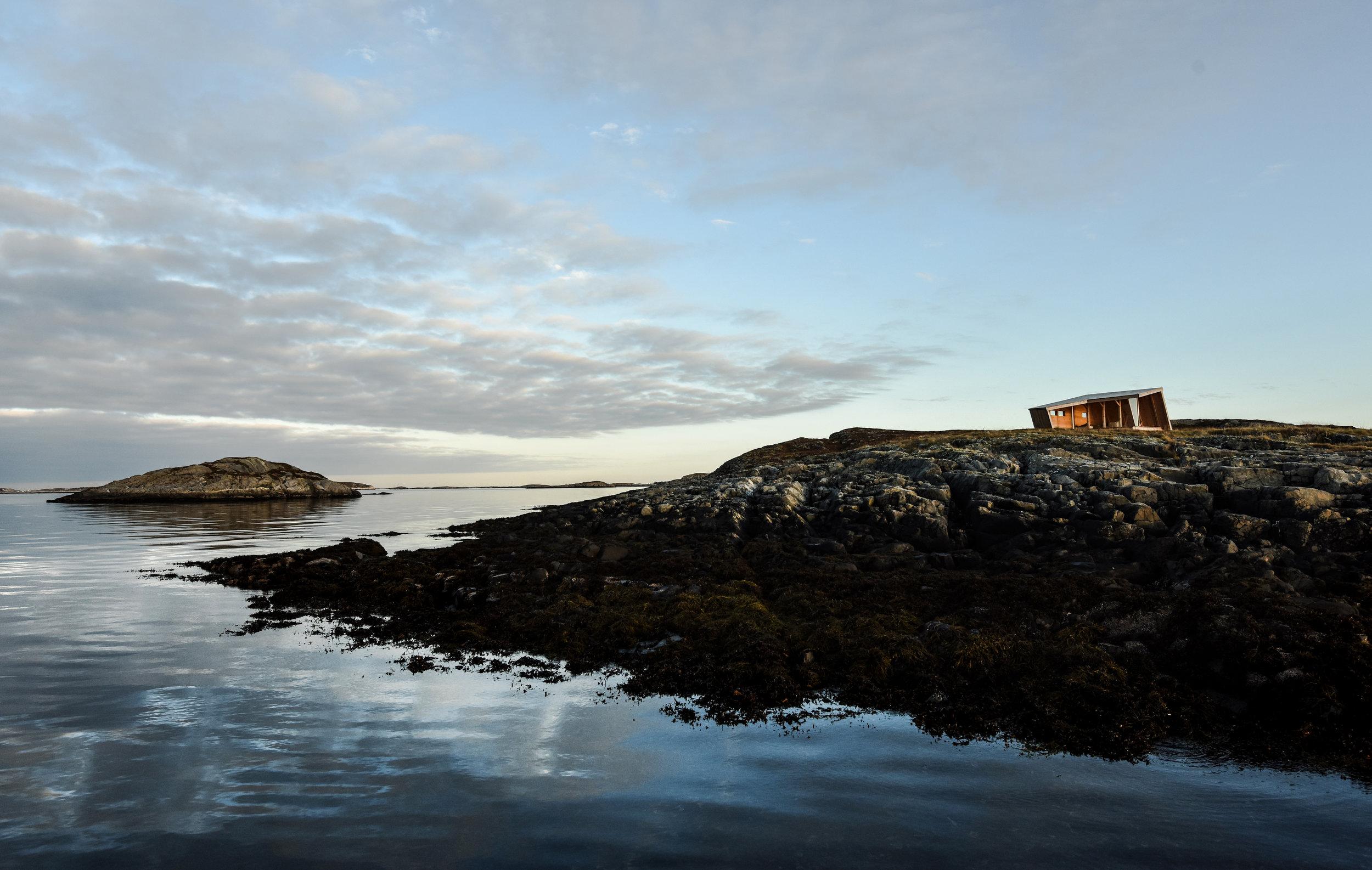 Smøla wind shelter Svanøya Nov 2014 from boat © Amundsen Biotope.JPG