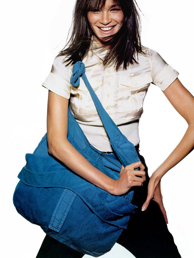 Caroline US Vogue Jan 2003 Meier.jpg