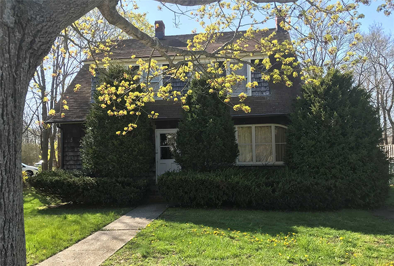 498 East Main Street (Montauk Hwy), East Moriches, NY - $299,0003 beds, 1 full bath1,781 sq ftMLS# 3026133Listing Agent: Marcel Israel561-699-8811