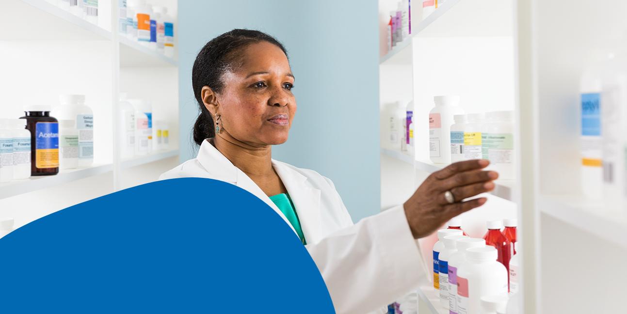 CURAFA-Pharmacist-organizing-stocks.png
