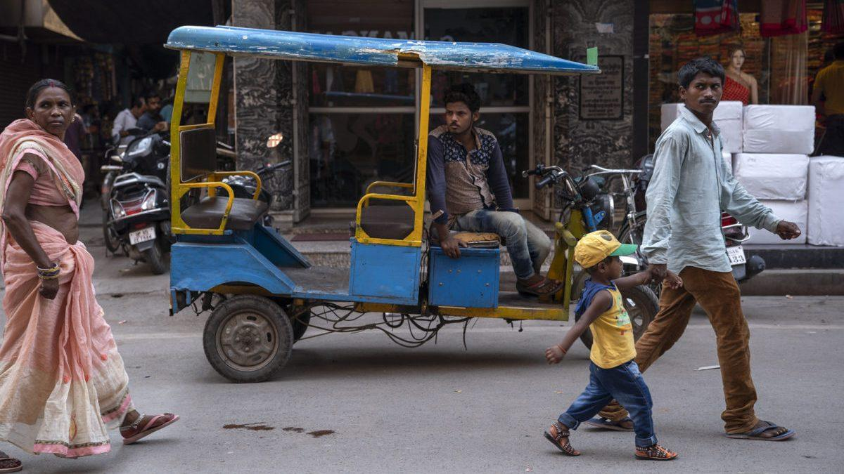 An electric rickshaw, locally known as toto, on the streets of Varanasi..jpg