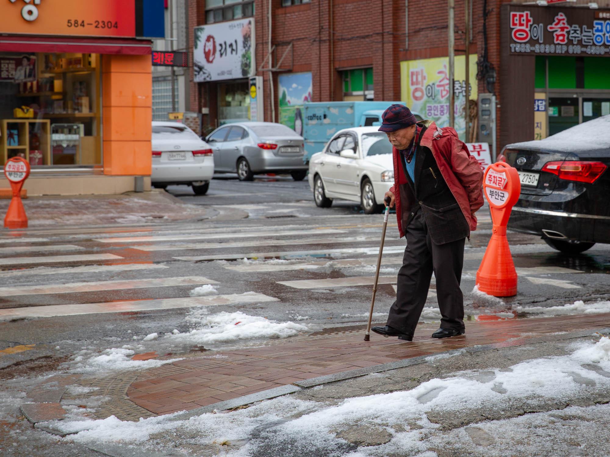 Old Korean Man in snow (1 of 1).jpg