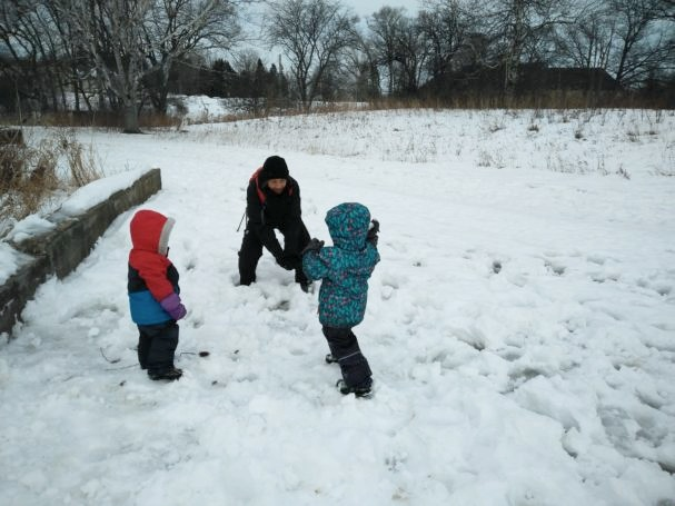 snowball-fight-607x455.jpg