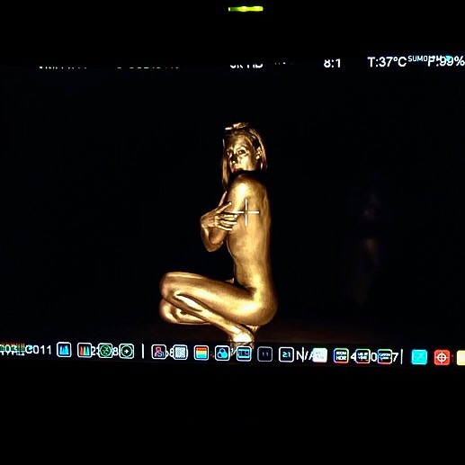 All gold, all day. 🦵 This scene of the music video is probably one of my favorites, but it was also the most nerve racking. Being comfortable in my own skin in order to bring art to visualization was vulnerable. But seeing it come to life and expressed how I envisioned in my mind was the most empowering feeling. Thank you for allowing me to embrace myself and bring my visions to life! 🥂 •••••••••••••••••••••••••••••••••••••••••••••••#6thsense #gold #release #music #artist #newartist #singer #dancer #musicvideo #losangelesartists #losangelesmusic #recordingartist #newmusic #losangeles #hollywood #california #sing #dance #bodypaint #fullbodypaint #painting
