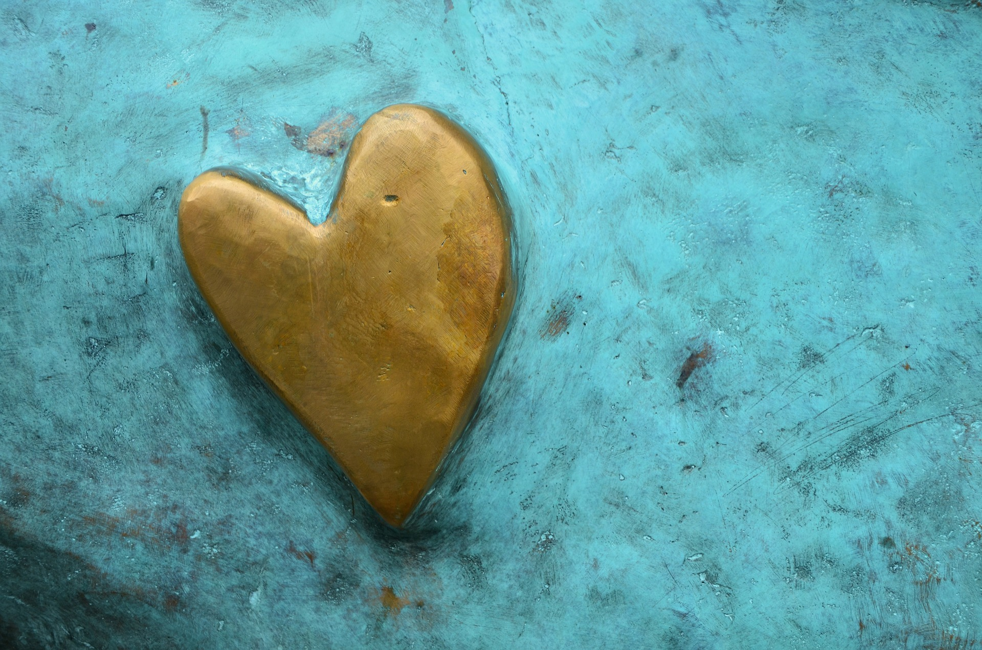 gold.heart.on.turquoise.pixabay.jpeg