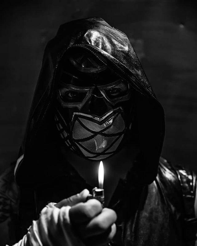 Are you afraid of the dark?  @tulpa.mask @nickelodeon  #areyouafraidofthedark #lucha #wrestling #darkarts #artisticvision #blackandwhite #lowkey #portraits #evileye #owl #cosplay #wwe #nxt #evolve #roh #phillyphotographer #njphotographer #njmodel #cmll