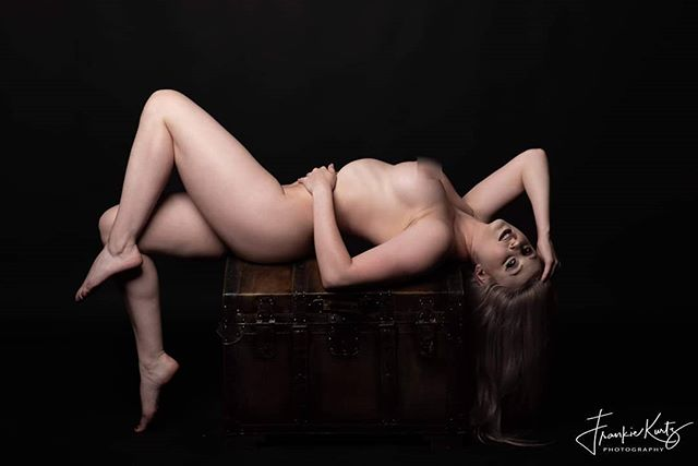 Treasure isn't always what's found in the chest.  Model: @gwen_collison  #artisticnude #pose #portraits #phillymodel #njmodel #njphotographer #phillyphotographer #published #fineart #treasure #millststudio #workshops