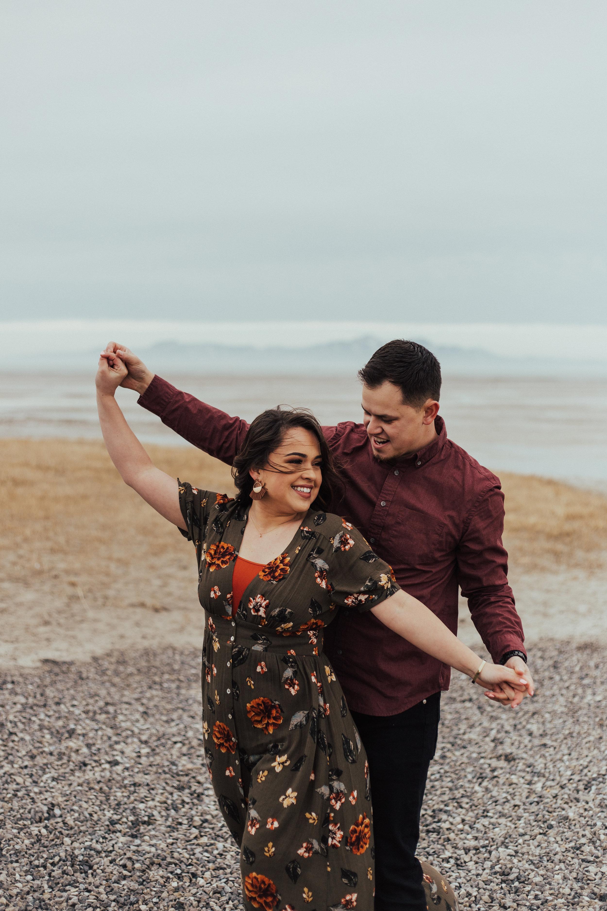 Romantic windy engagements utah photographer