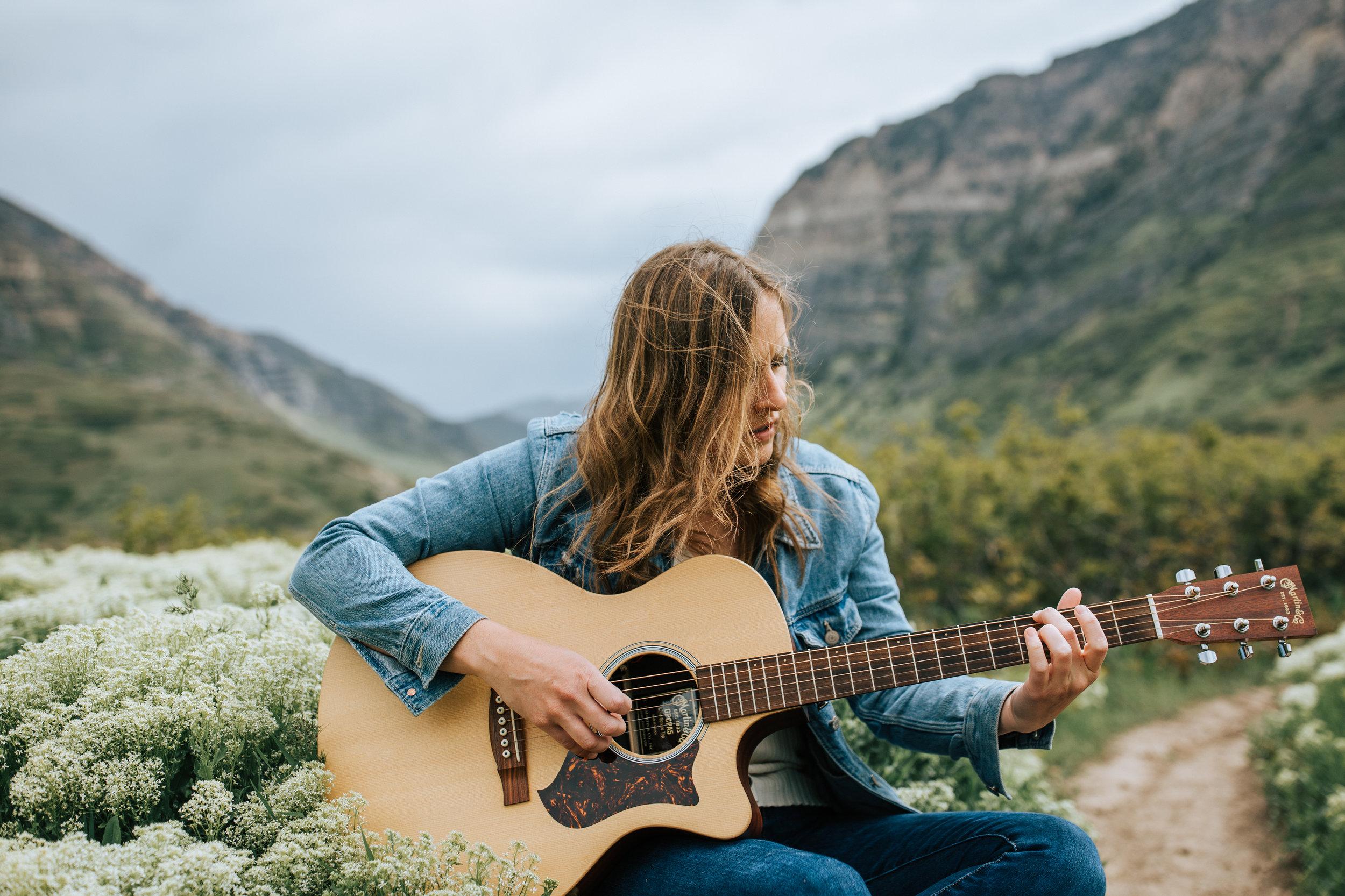 Windy mountain wildfloWindy mountain wildflower portraits guitar wer portraits guitar