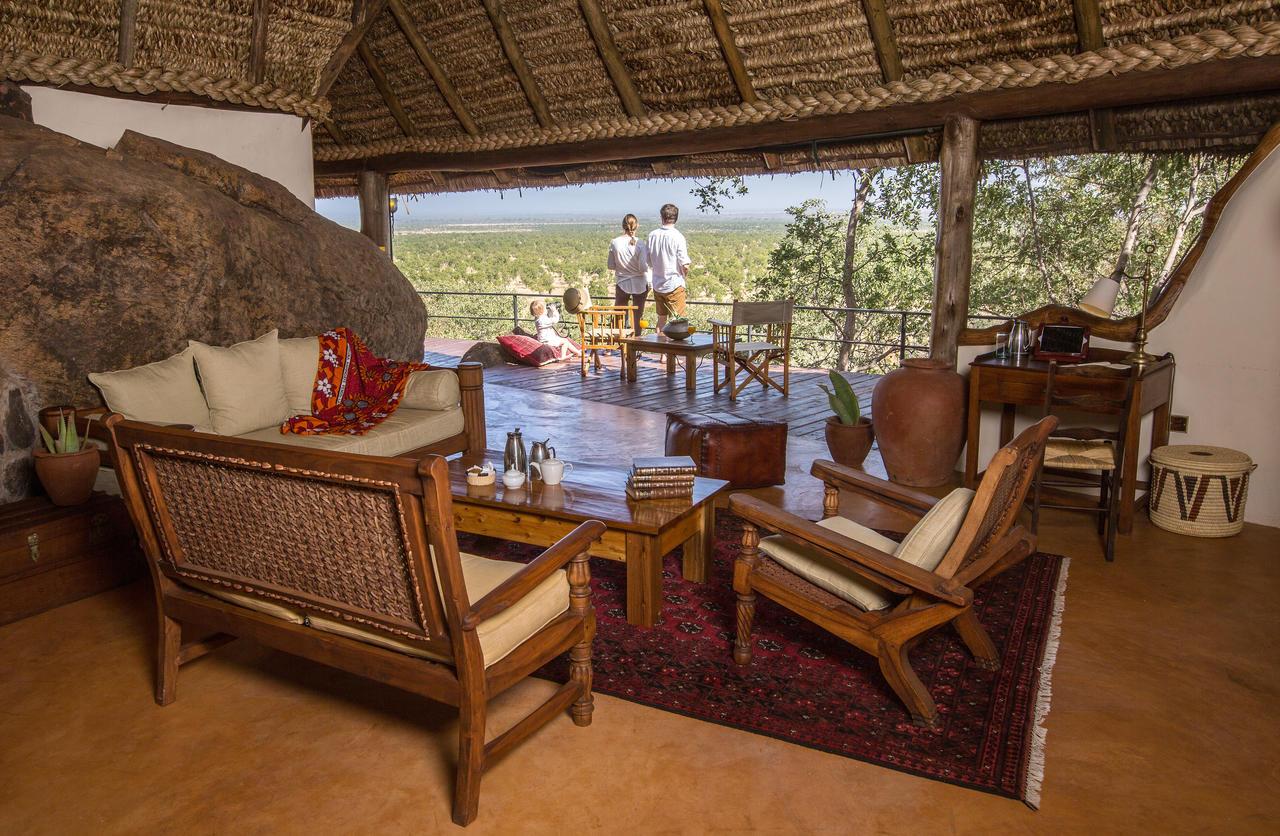 elsas_kopje_-_accommodation_-_family_cottage_-_living_room_csilverless-111.jpg