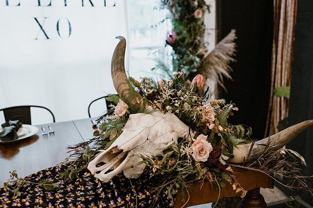 Is a mood, y'all. Who is ready for fall??🍁 • • • • #arkansasstylist #arkansasevents #arkansasflorist #nwaevents #southernevents #southernflorist #oklahomaflorist #missouriflorist #texasflorist #tennesseeflorist #arkansasbride #weddingvendor #arkansasweddingvendors #kindredbarn #amrxevents #lovesickweddingfestival