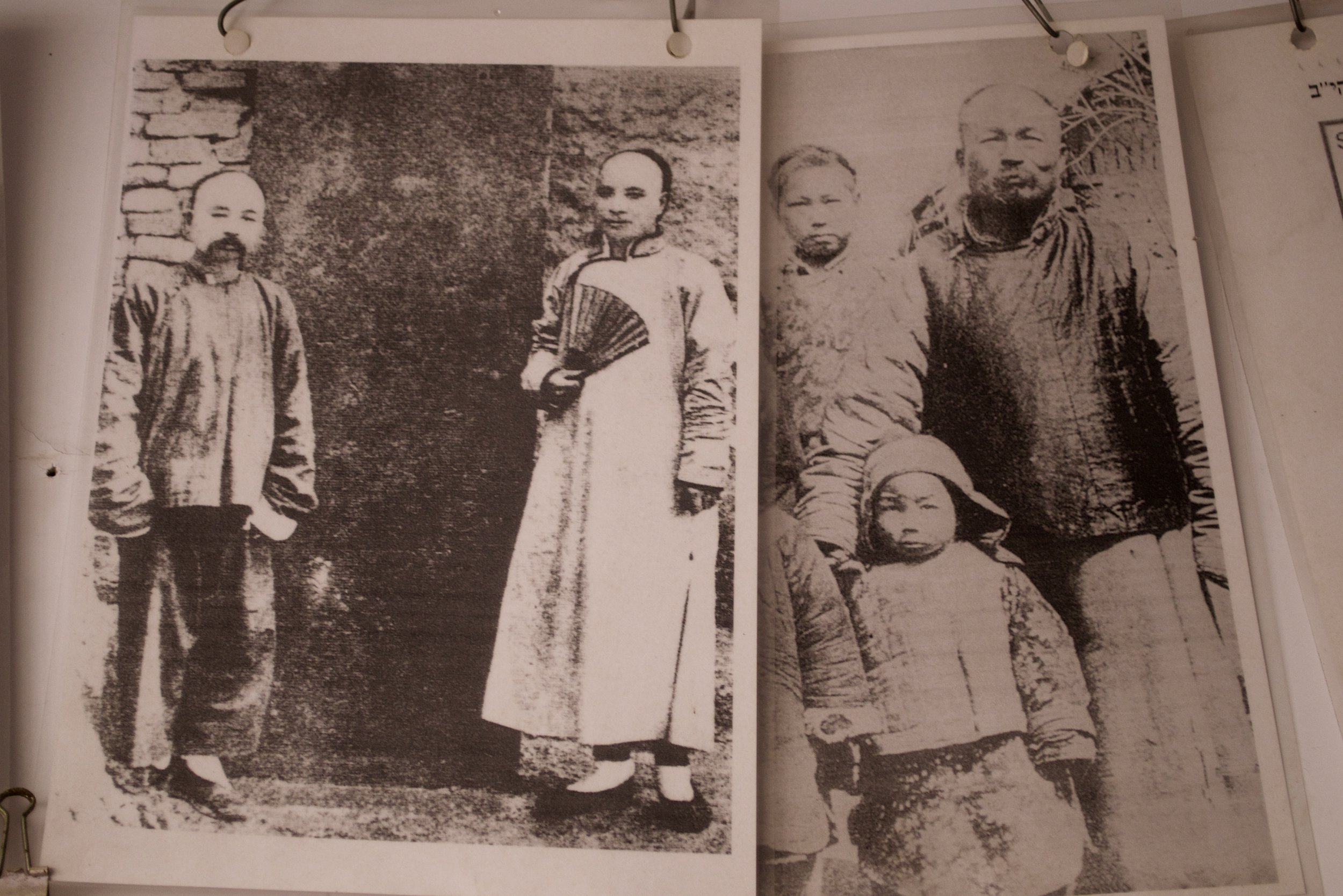 Kaifeng Jews from the early 20th century.  [Kaifeng Jewish History Memorial Center]