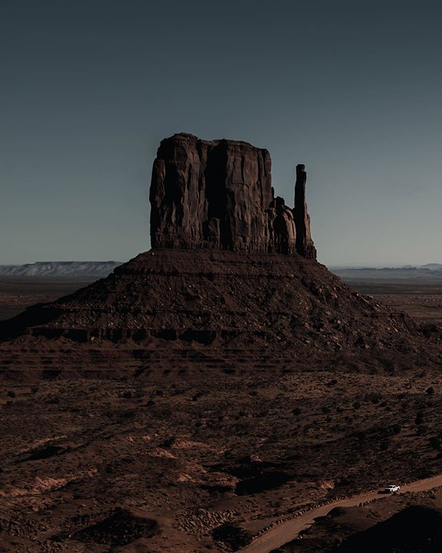 visions in the valley  monument valley is one of those special places that i can't wait to get back to, it just seems as if it's another world out there. the barren landscape looked and felt so extraterrestrial as @tygroby and i road-tripped through. along the way, i envisioned what life would be like on mars and imagined what it would be like to step foot. it's always been a dream of mine to visit outer space but i'm excited to see where our generation's space endeavors may take us 👽