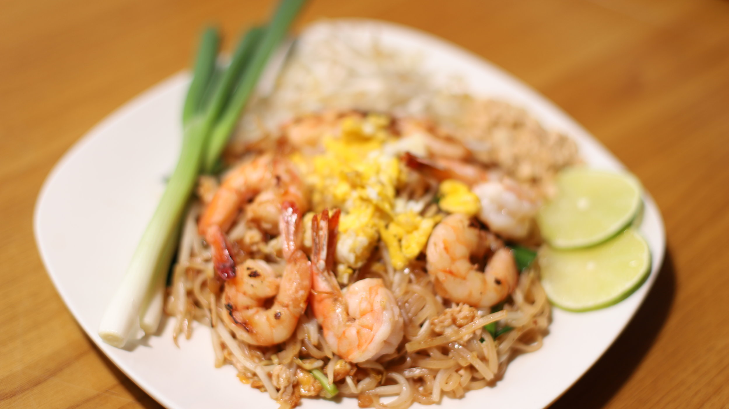 Dinner $11.95 - Choice Of Meat : Chicken / Beef/ Pork /Tofu / Vegetables : Shrimp 13.95$/Seafood 15.95$