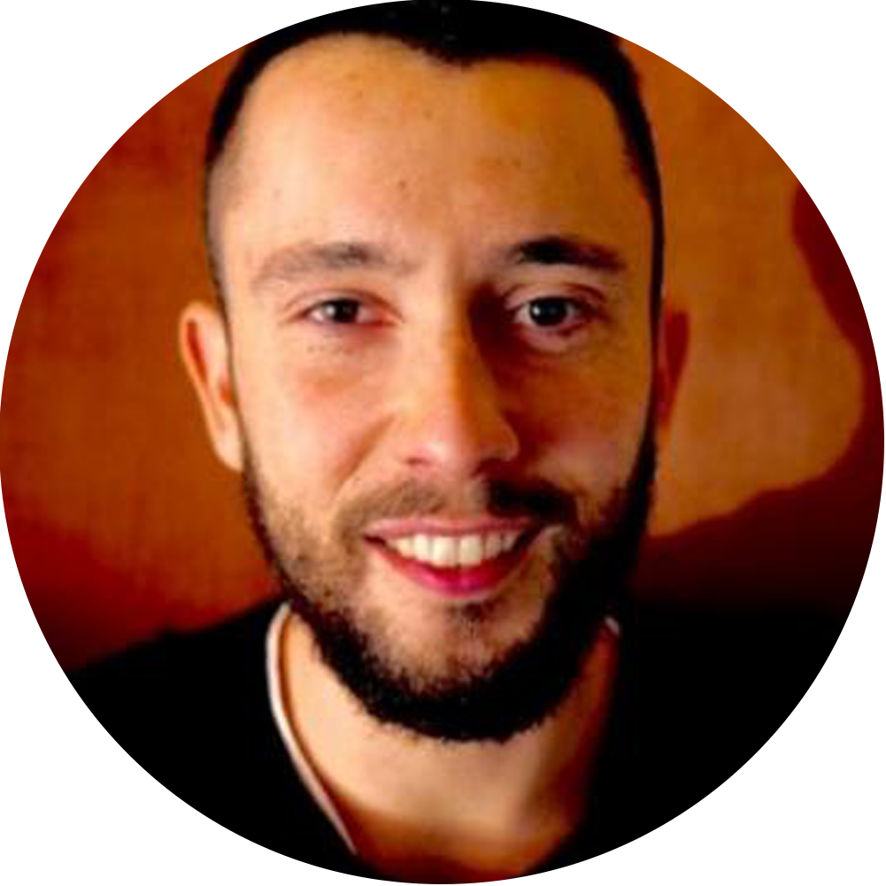 Lorenzo Costa, Manager di Oltre. - Grazie a GXM, riusciamo a gestire molto meglio il ristorante e a risparmiare tempo ogni giorno. La lista d'attesa mi aiuta anche a far fronte ai no-show, un vero problema nel nostro settore.
