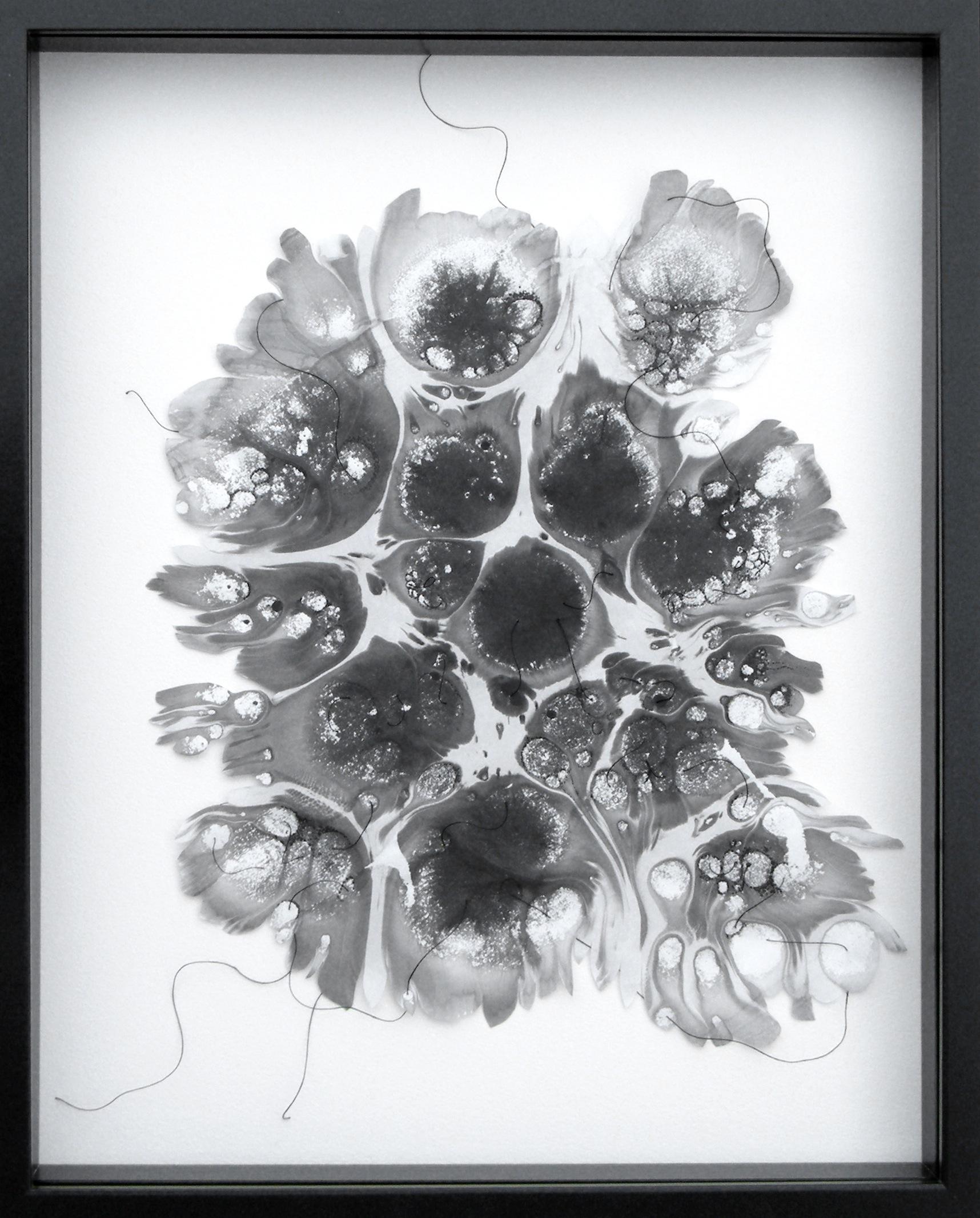 Flottement solitaire   ,  2019  Papier Wenzhou – encre de chine et fil  50 x 40 cm