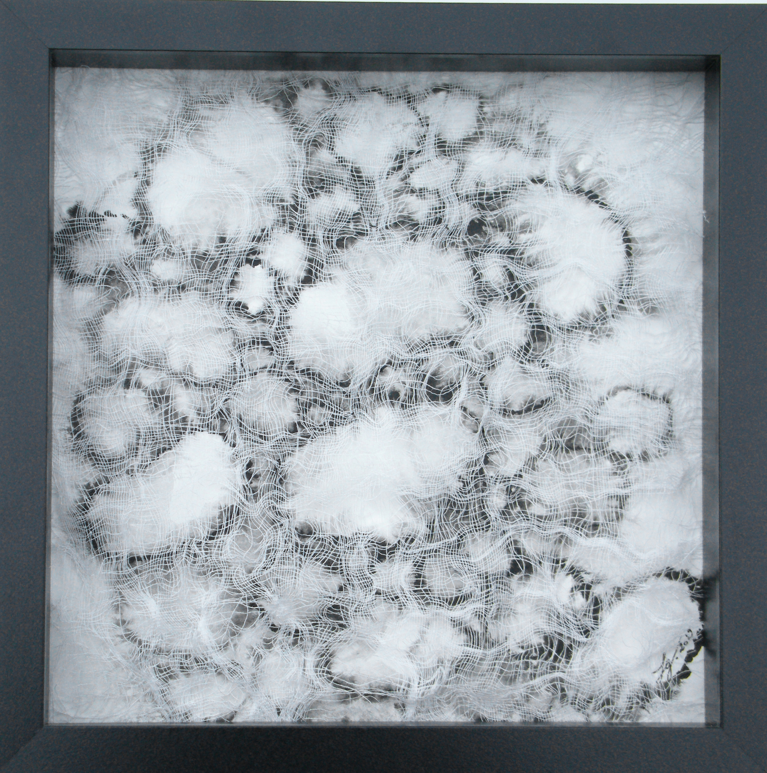 Enveloppant n°2   ,  2019  Encre de chine sur papier et tissu  25 x 25 cm
