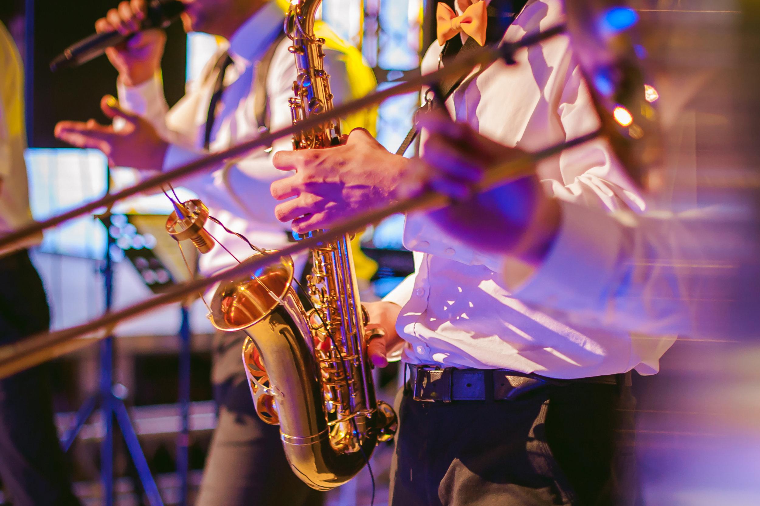 Jazz band, saxophone, trombone, singer