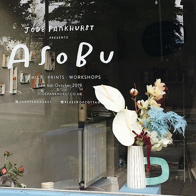 Flower displays in the window of  @jodepankhurst show at @blueshopcottage this weekend - such a pleasure to be involved 💕