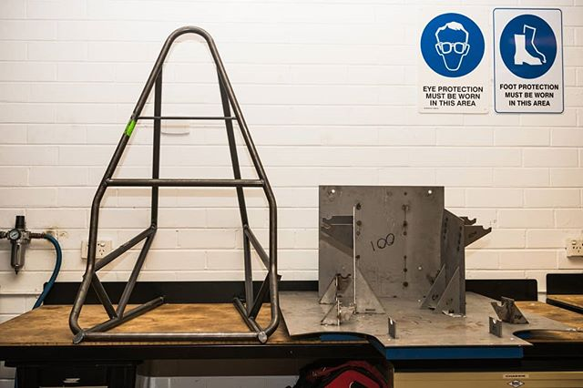 With the recent completion of the sub frame, a vital part of the manufacturing process for this part was the sub frame jig, provided by @aclasercutting. Big thanks for their long-time support of the team as we are starting to head towards the tail end of manufacturing and assembling the parts of R19c! 🛠 📷 @callumgibbens #formulasae #formulasaeaustralasia #formulastudent #fsae #motorsport #engineering #manufacturing #design #lasercutting #rmituniversity #rmit
