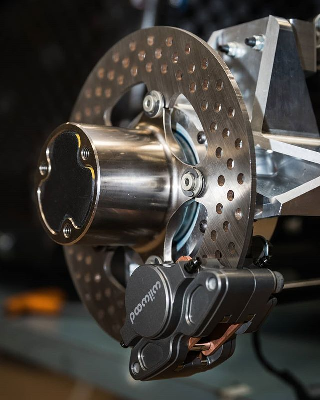 To conclude our #closeupchallenge, a sneak preview of things to come. 🤫  Today, we nominate @sydneymotorsport to take on the challenge. 📸 @callumgibbens #formulasae #formulasaeaustralasia #formulastudent #fsae #engineering #design #manufacturing #brakes #closeup #rmit #rmituniversity