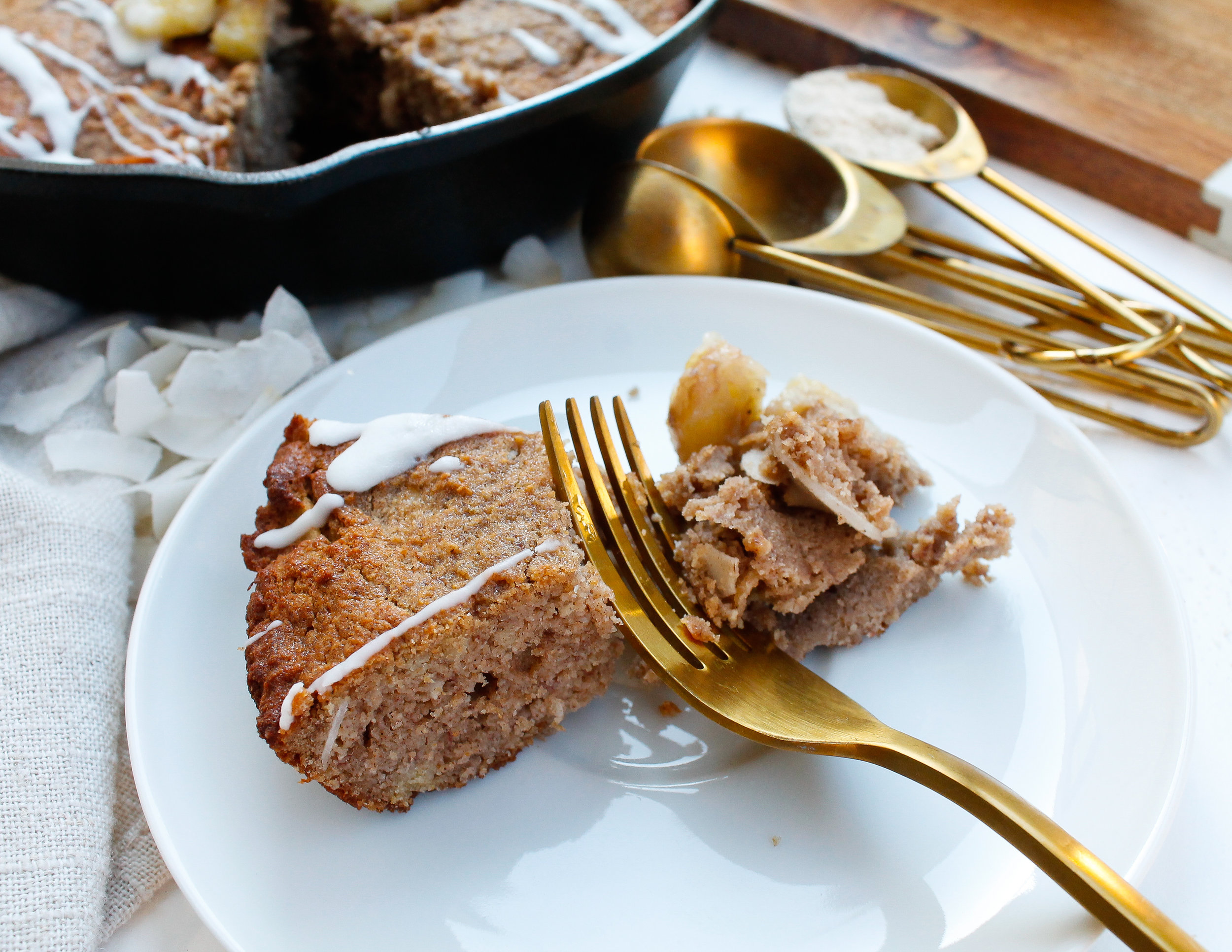 tigernut flour banana bread || this tigernut flour, nut free banana bread is grain free, paleo, gluten free, dairy free, AND refined sugar free. Full of REAL ingredients, nourishing ingredients and healthy fats. The perfect healthy breakfast or healthy. sweet treat. #paleobananabread #tigernutflour #nutfreebananabread #nutfreerecipes #nutfreebaking