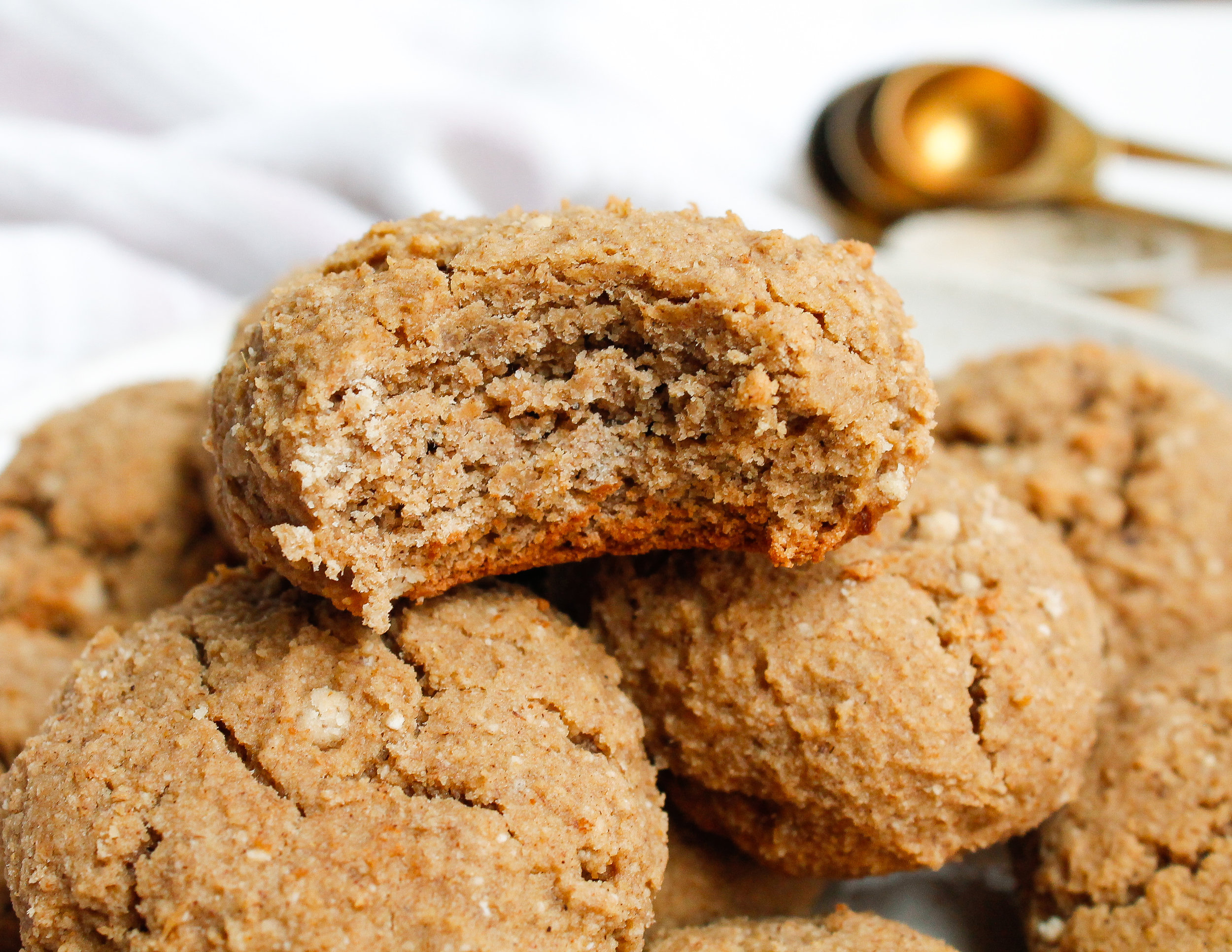 Tigernut Flour Cinnamon Banana Cookies || These nut free, grain free, gluten free, dairy free and refined sugar free cookies are the perfect healthy sweet treat, dessert, snack or even breakfast! They're full of REAL ingredients and free from any added nonsense. Click through for the full recipe! #paleocookies #tigernutflour. #nutfreebaking #nutfreecookies