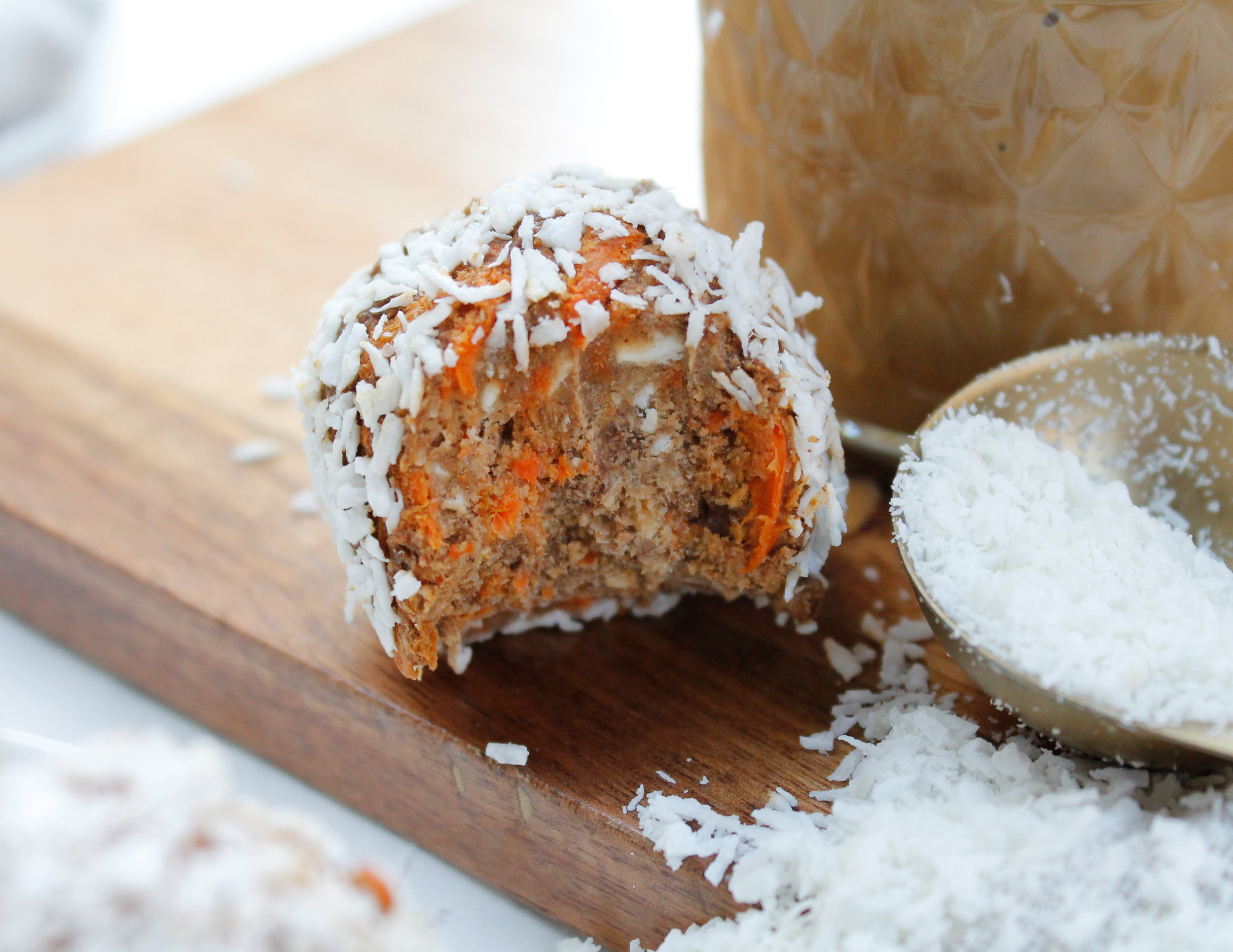 NUT FREE VEGAN PALEO CARROT CAKE BLISS BALLS || these nut free carrot cake energy balls are also refined sugar free, specific carbohydrate diet friendly and low histamine! They're the perfect healthy not-too-sweet treat, snack or pre-workout snack! Packed full of only a handful of nutrient dense ingredients, they're sure to be a crown pleaser! #nutfreerecipes #lowhistamine #lowhistaminesnacks #specificcarbohydratediet #scddiet #tigernutbutter #carrotcakeblissballs || plentyandwell.com