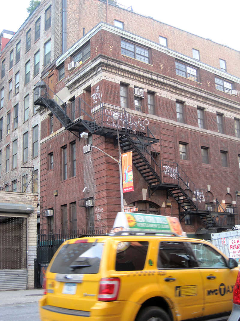 wrap-around-fire-escape_4936698808_o.jpg