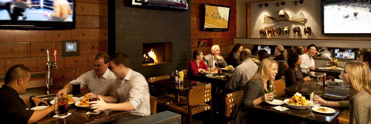Hyatt Regency – Knuckles Sports Bar