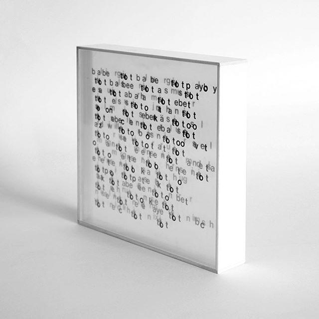 """""""Letterobjekt mit 60 O"""" von Franz Mon (geboren 1926 in Frankfurt am Main). Ein Remake seines Werkes von 1962"""