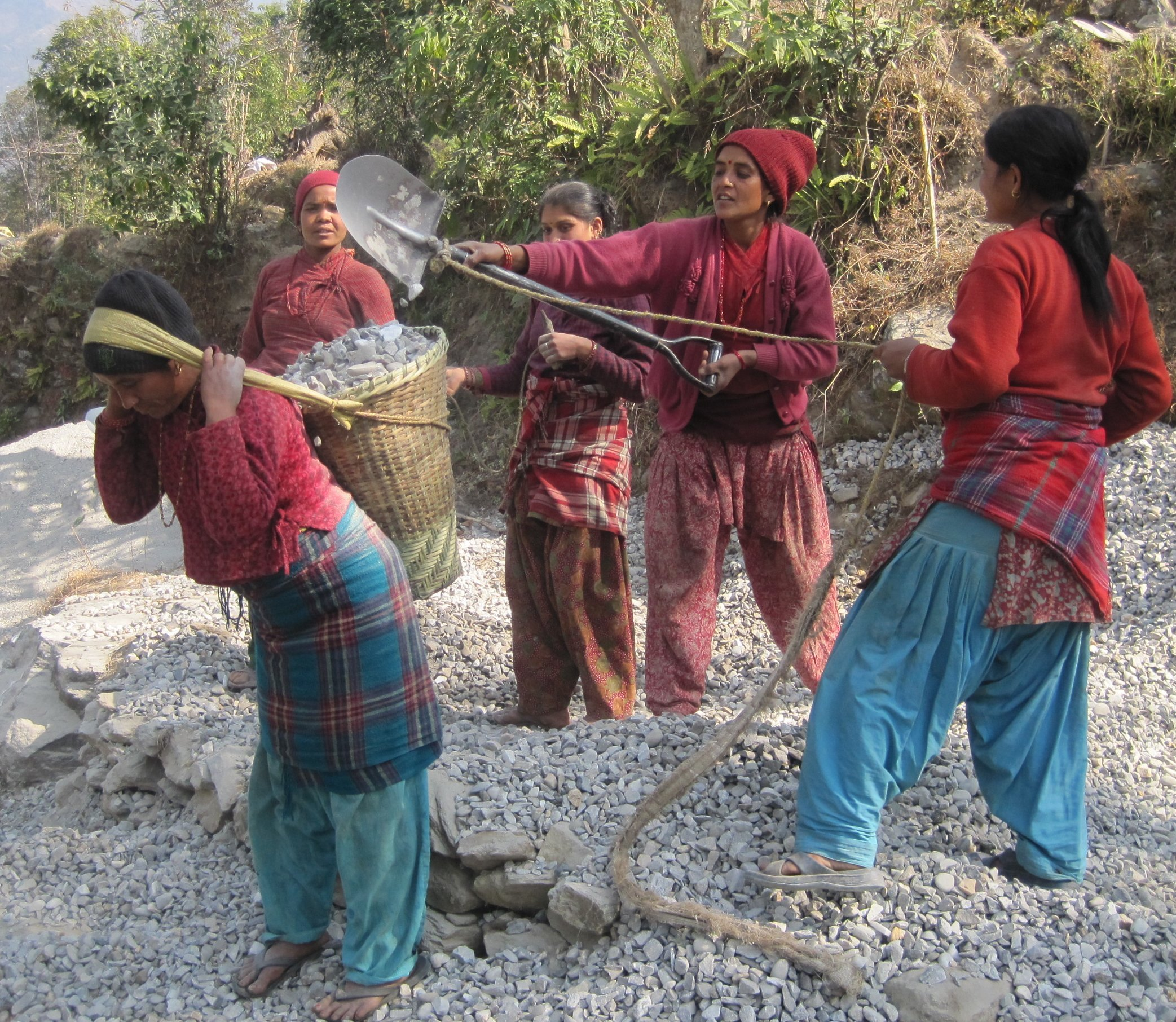Women of the Dhuskun Women's Committee building their business center.