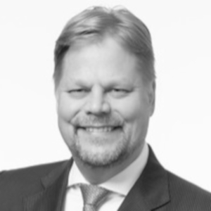 Sami has over 20 years of experience in investment banking. During the first half of his career, he executed client transactions in London at Credit Suisse, Pöyry Capital and SEB. In Finland, he has worked at Merita, RBS and Sisu Partners. As CEO of Nordic Trustee, Sami participated in some 50 bond issue structures with over €4 billion nominal value. Sami's Neuvotteluvalta – How to become a master negotiator (WSOY) handbook is updated in August 2019 as Uusi Neuvotteluvalta. He has also co-authored two economic books for Libera Foundation. Sami holds an MSc (econ.) from Aalto University, an MBA from Tulane University and is a CFA.