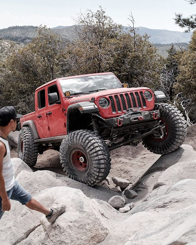 "Flex Friday w/ @offroad_customz. I think @mallkrawler_jku does it better here 😂 ⁣⁣ — ""A generous person will prosper; whoever refreshes others will be refreshed."" ‭‭Proverbs‬ ‭11:25‬"