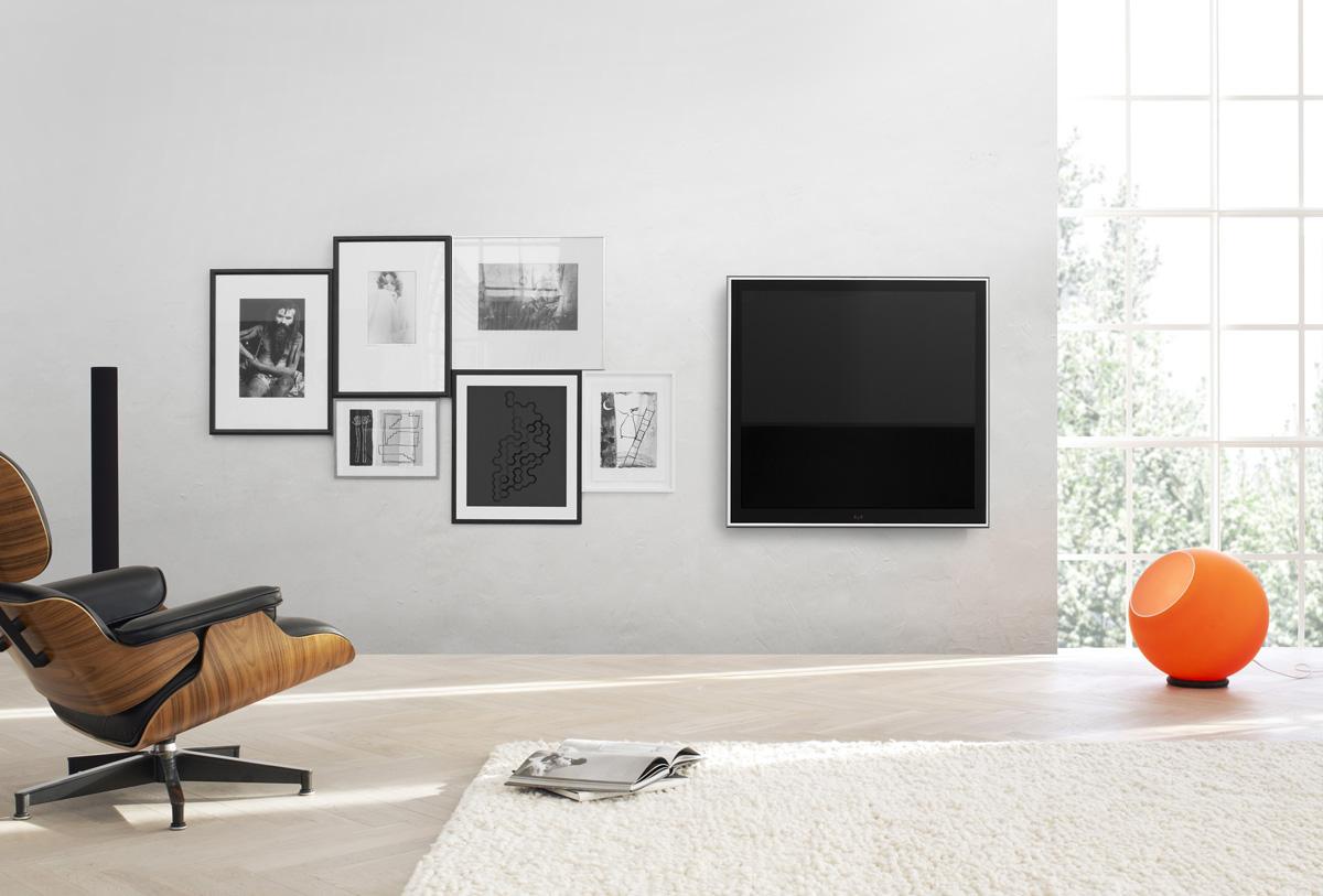 Bang-Olufsen-BeoVision-10-32-inch-LCD-TV-5.jpg
