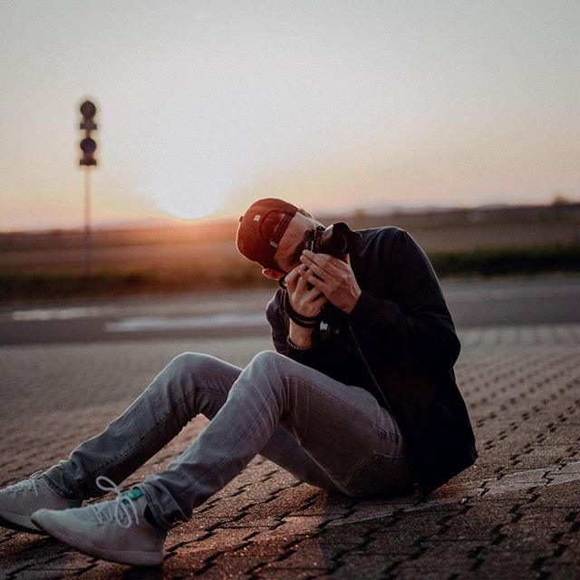 21 Ausgabe 2: @julianbeekmann  Julian begleitet uns schon seit Jahren. Er gehört zu den bekanntesten Fotografen in Heidelberg und nur wenige schaffen es, Situationen so natürlich einzufangen. In der neuen Ausgabe von 21 erzählt er von seinem Werdegang und stellt aktuelle Fotos vor.  www.julianbeekmann.com #fotografie #heimburgerimmobilien #immobilien #21magazin #ladenburger21 #heidelberg #mannheim #neuenheim #outnow