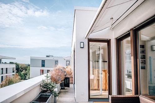 Bahnstadt-Wohnung mit 115qm Wohnfläche, drei Zimmern, großem Balkon, Stellplatz und Küche... noch dieses Wochenende veröffentlichen wir alle Details und freuen uns sehr, die Wohnung endlich zeigen zu dürfen! #bahnstadt #heidelberg #immobilien #heimburgerimmobilien #ladenburger21 #realestate #forsale #mannheim