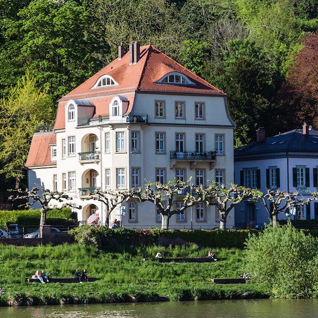 """""""Das familiengeführte Immobilienunternehmen ist eines der innovativsten, das ich kenne: Kompetent, kreativ, freundlich, erfolgsorientiert. […]"""" Eigentümerin Frau Elisa M.-H. #kundenstimmen #referenzen #immobilien #neuenheim #heidelberg #mannheim #ladenburger21 #heimburgerimmobilien #villa #heidelbergerschloss"""