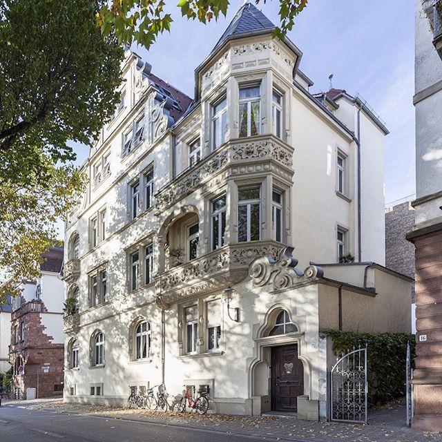 Die nächste, grosse Altbauwohnung in Neuenheim zu vermieten. 220 qm Wohnfläche, Balkon, Neckarlage. #immobilien #heimburgerimmobilien #neuenheim #immobilien #heidelberg #villa #altbau