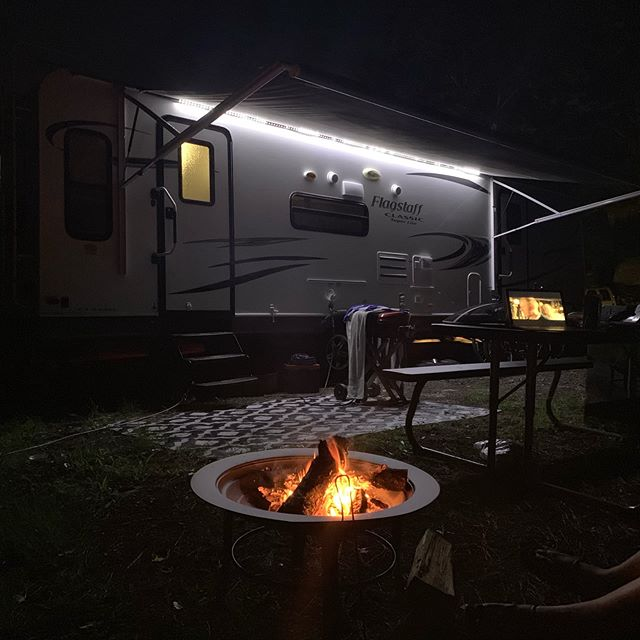 Friday Movie Night outside the camper! 🎥 🍿  #camp #rv #rvlife #friday #jax #jacksonville #movie #rvliving #movienight #camper #camperlife #rving #fulltimerv #campvibes #gorving #happycamper