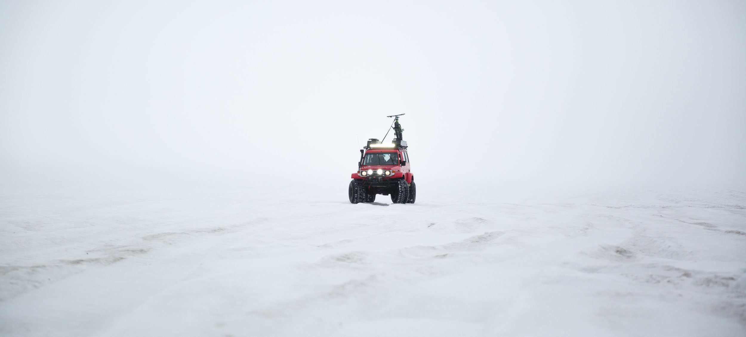 Rent_a_Land_Rover_in_Iceland_with_Geysir_-2.jpg
