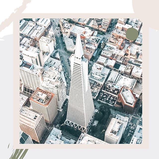 Look at that view! 🤩⁠ ⁠ Did you know that the commissioner of the Transamerica Pyramid had one sole desire: he wanted to ensure that while he was building the tallest high rise in San Francisco (at the time), that sunlight would still be able to hit the surrounding streets. ☀️⁠ ⁠ Want to hear more facts like these about the beautiful buildings of San Francisco? Check out our most recent blog—link in bio! ⭐️