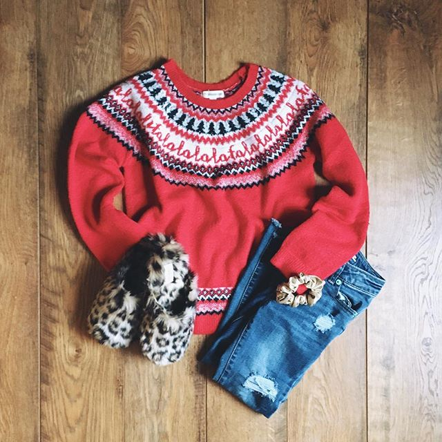 I've missed posting flatlays and outfit ideas so I am bringing them back and will be sharing in my stories! This is Charlie's Christmas Eve look which I was pretty jealous of all day she looked so cute and festive ❤️ you can also click on my #ootd highlight to see past ideas . . . . . . #momlife #mommylife #macmiastyle #macandmiastylist #stylediaries #ootd #thatsdarling #letthembelittle #motherhoodunplugged #childhoodunplugged #momtogs #momswithcameras #kidswithstyle #candidchildhood #lovelysquares #uniteinmotherhood #motherhood #styleblogger #babystyle #mompreneurs #girlboss #entrepeneurlife