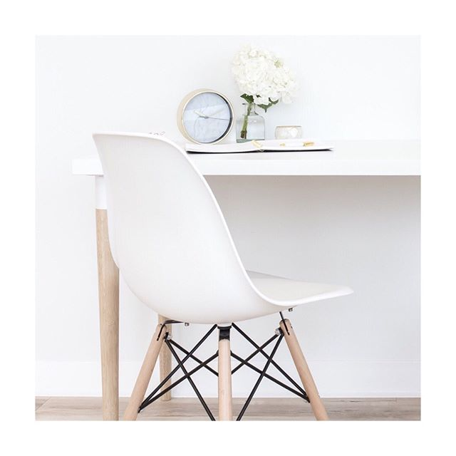 There's always a seat for you at Love Well Planned table. Wherever you are in your business or creative journey, we see you, and we thank you for being here with us. Happy Friday! . . . . . #lovewellplanned #workwellplanned #callunaeventspresents #coloradoweddingplanner #theinspiredlife #thehappynow #flatlaylove #flatlaystyle #weddingplannerlife #loveintentionally #weddingcoordinator #plannerworkshop#weducated #weducation #weducator #weddingtips #weddingdreams #weddingindustry #weddingindustryeducation #weddingcoordination #weddingadvice #classicwedding #modernwedding #outdoorwedding #callunacrew #desk #savingyouaseat #grabyourspot #planner #planning